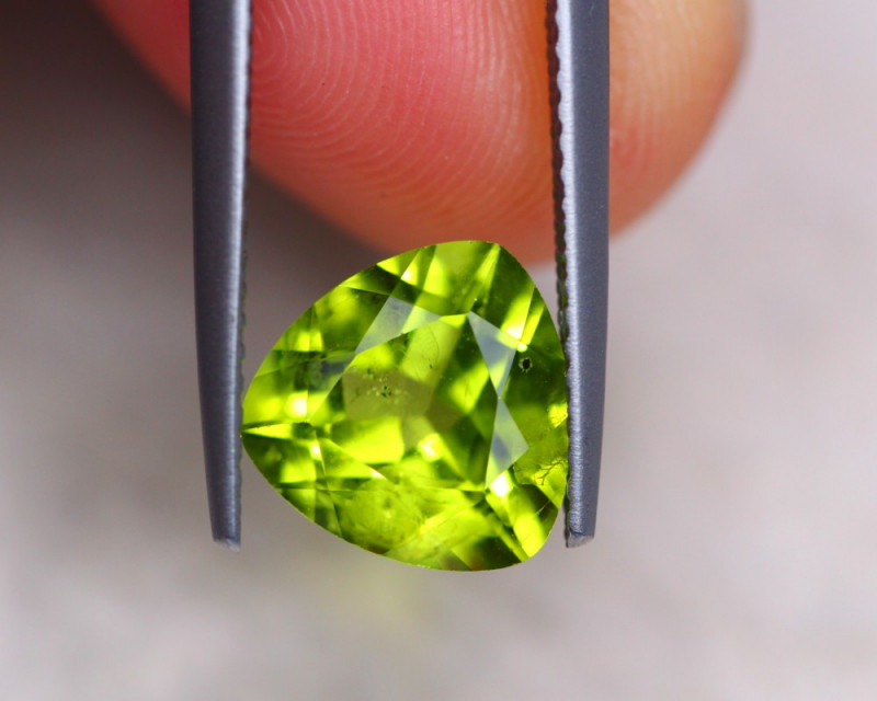 2.78ct Natural Green Peridot Trillion Cut Lot GW7670