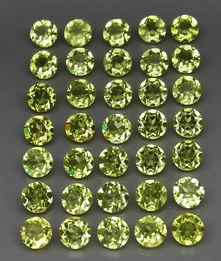 6.30 Ct.  3.5 mm  Natural Green Peridot  Cambodia - 35 ps
