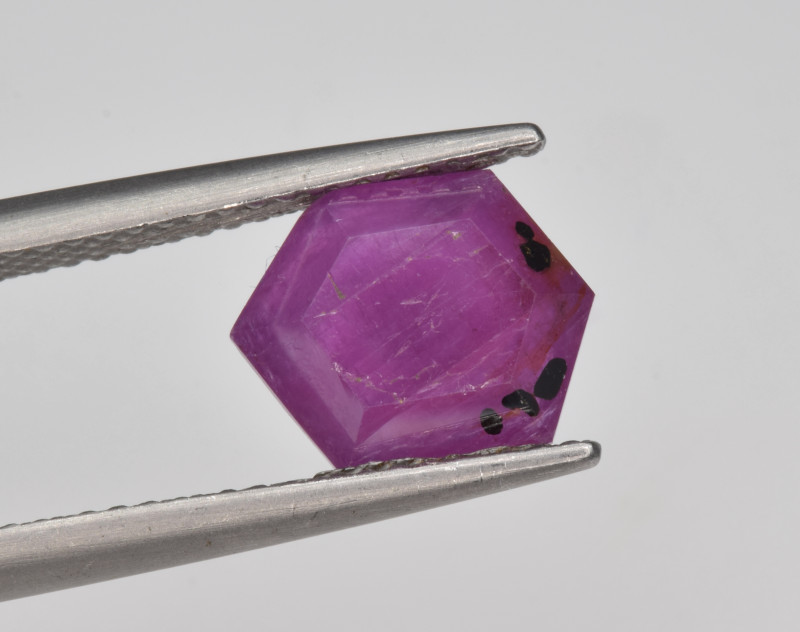 Natural Ruby 2.75 Cts with Hexagonal Pattern from Guinea