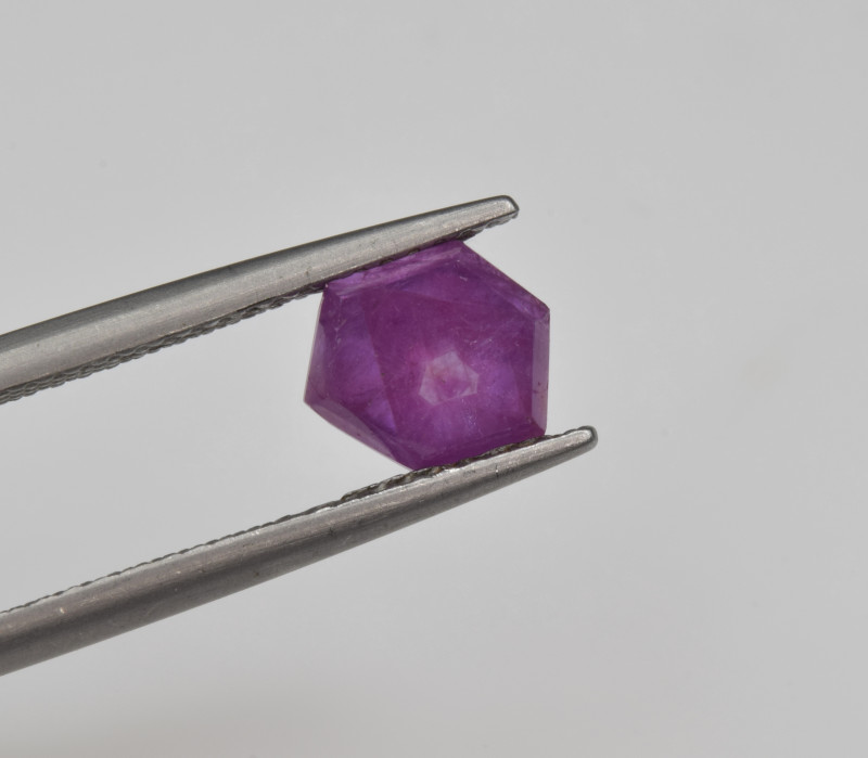 Natural Ruby 1.57 Cts with Hexagonal Pattern from Guinea