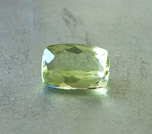 2.75ct Natural lime green beryl
