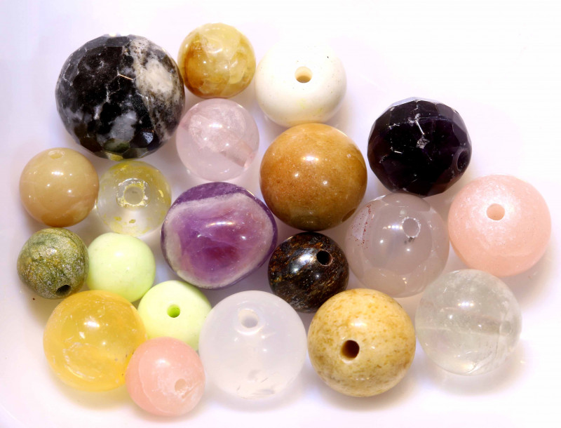 55CTS ASSORTED NATURAL STONE (PARCEL) DRILLED  NP-578