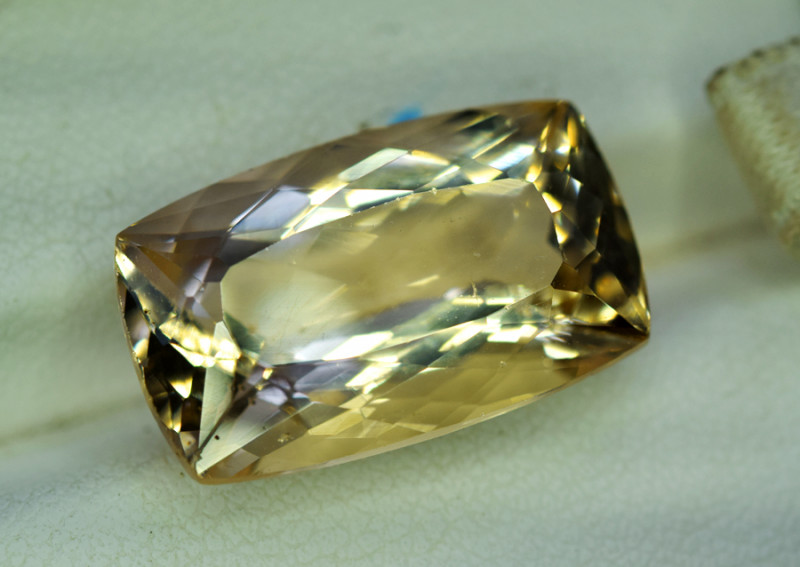 NR Auction 12.75 Carats Lovely Morganite Gemstone