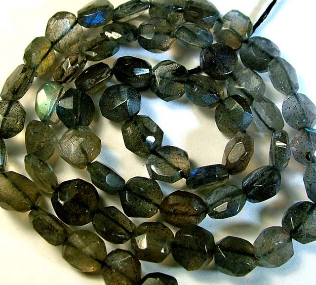 LABRADORITE BLUE FLASHY BEADS  FROM CANADA 79CTS [GT755 ]