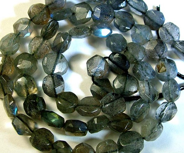 LABRADORITE BLUE FLASHY BEADS  FROM CANADA 79CTS [GT761 ]