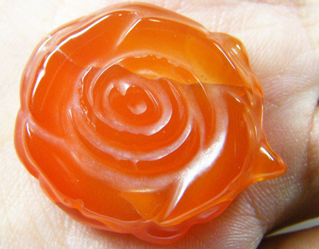 HAND CARVED ROSE FLOWER   AGATE STONES 81 CTS  ST 221