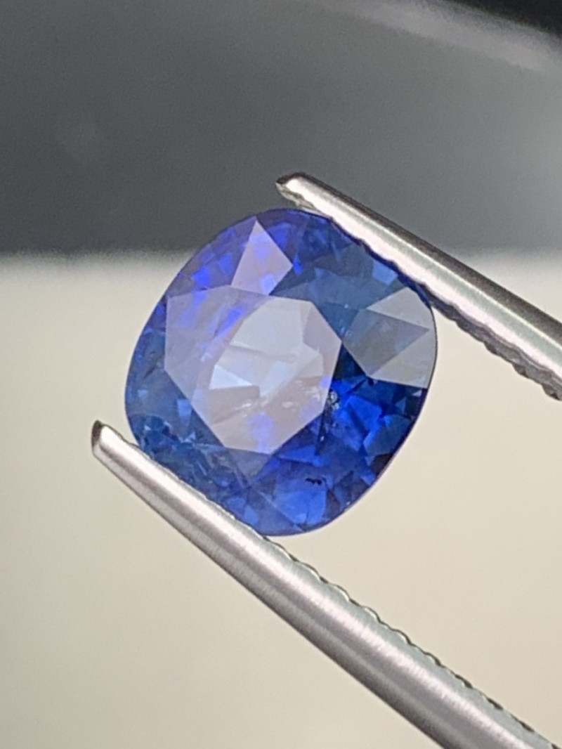 Certified Natural Sapphire 2.13 Cts Top Quality Cornflower Blue Srilanka