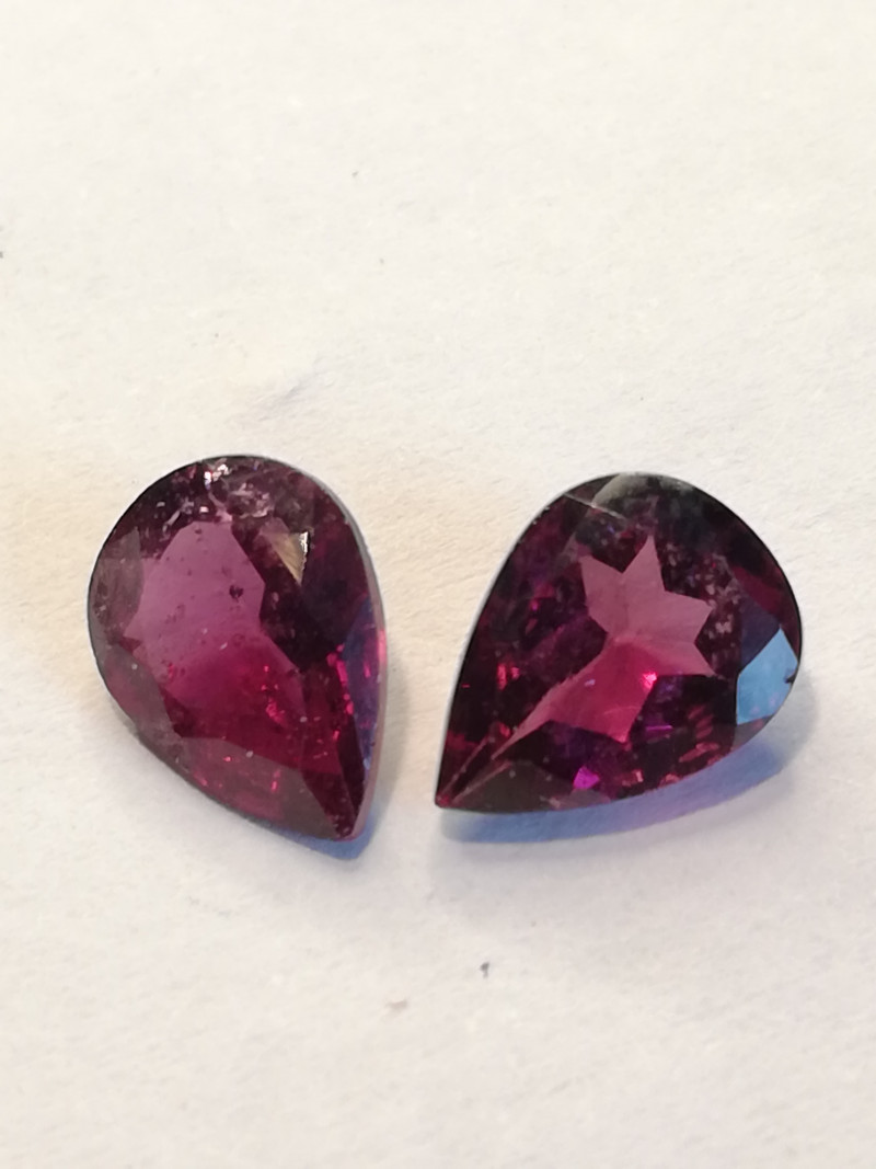 Rhodolite pair, 2.35ct, perfect for jewelery, insane colour!!
