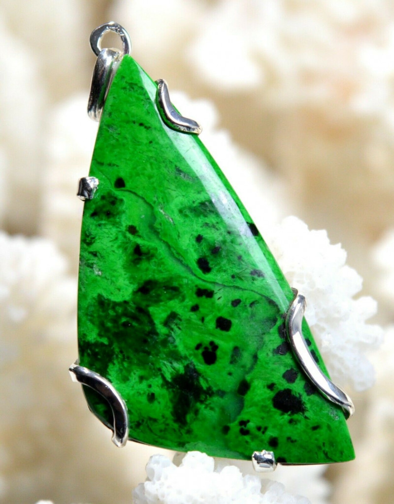 Jade Maw Sit Sit, Chloromelanite 39 carats - Tawmaw Myanmar