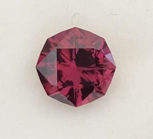 Precision cut Pretty 2.85ct Umbalite Garnet - Ref 2334