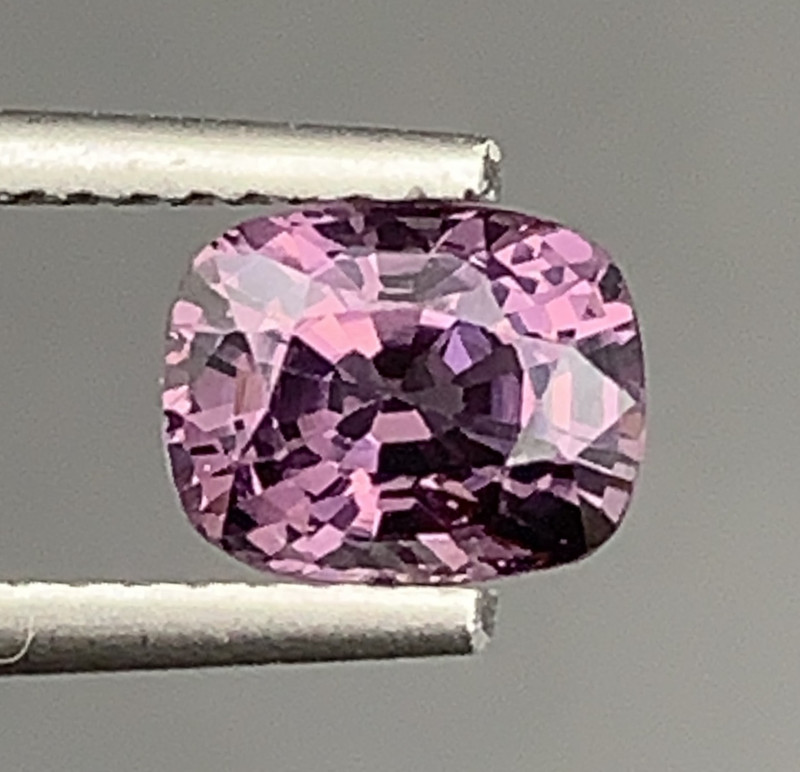 1.00 Carats Spinel Gemstone