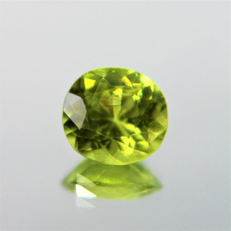1.68 Cts Parrot Green Color Natural Peridot Gemstone