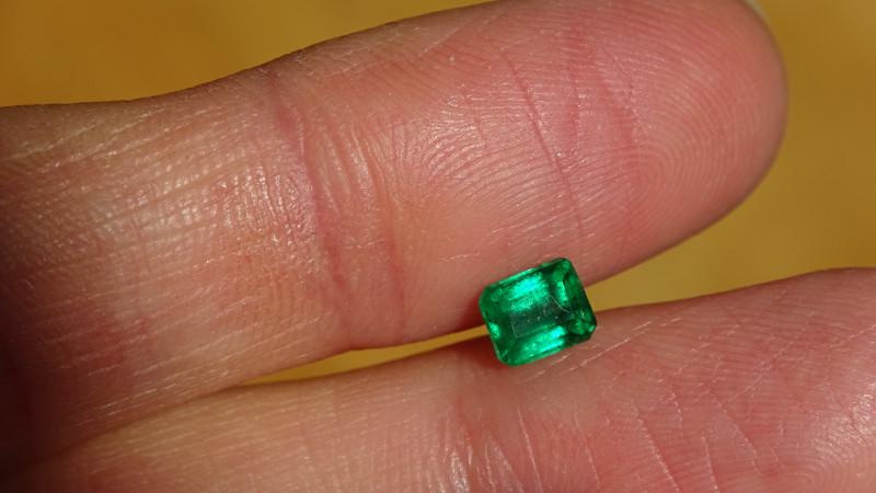 0.70ct Intense-Vivid Green Emerald - MI