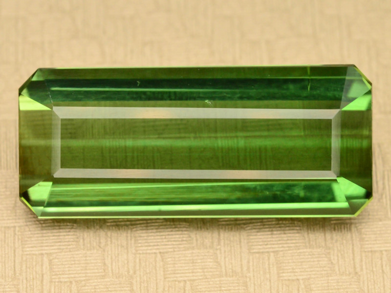 Amazing Color 8.70 ct Natural Green Color Tourmaline t