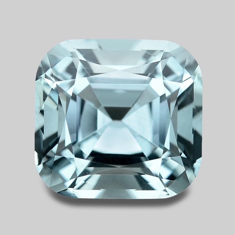 Flawless, gorgeous high gem precision cut natural Santa-Maria aquamarine.