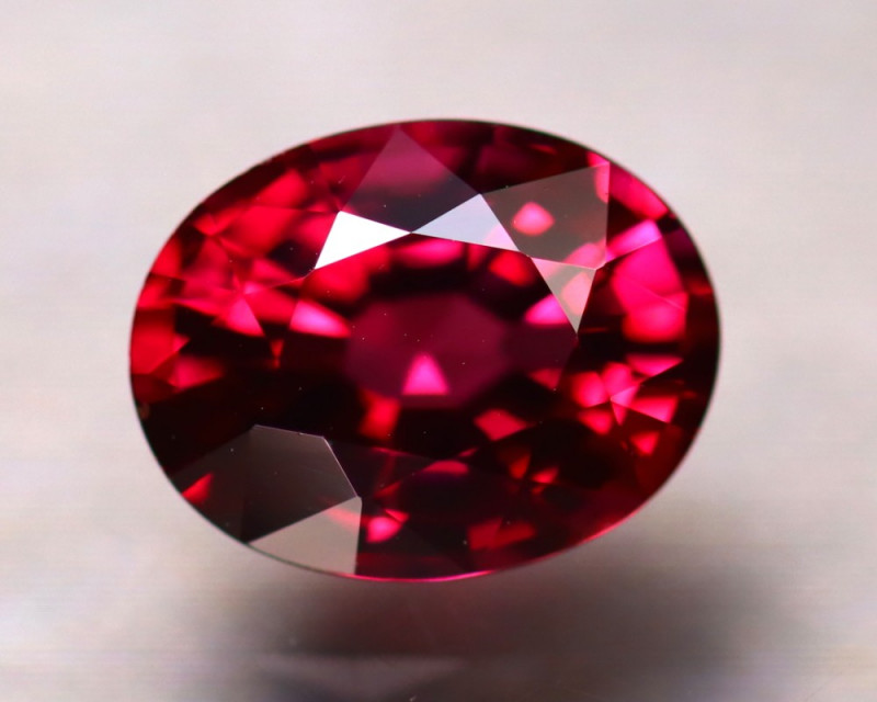 Rhodolite 2.62Ct Natural VVS Purplish Red Rhodolite Garnet DR306/A5