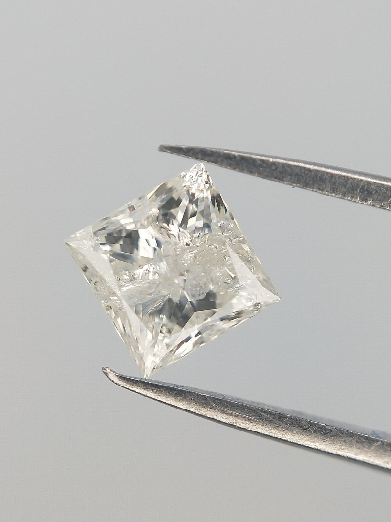0.27 CT , Natural White Diamond , Flawed Diamond
