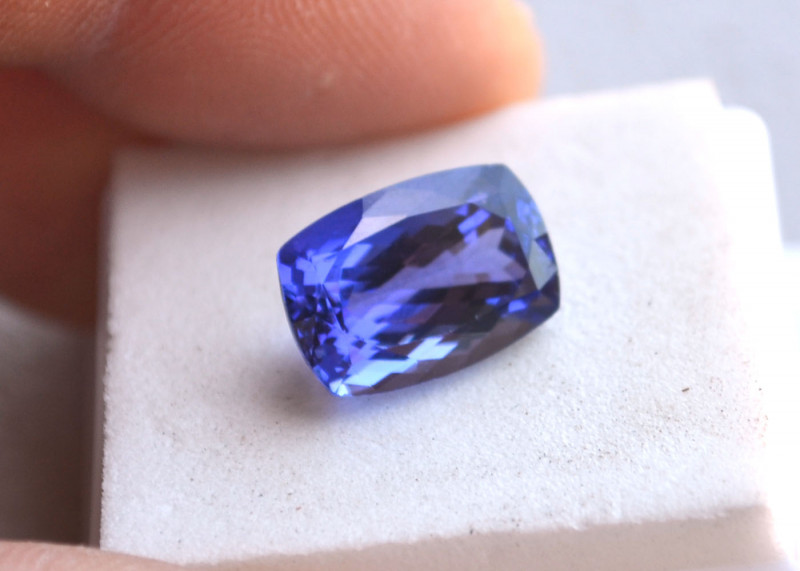 7.28 Carat Certified Top Jewelry Grade Cushion Cut Tanzanite