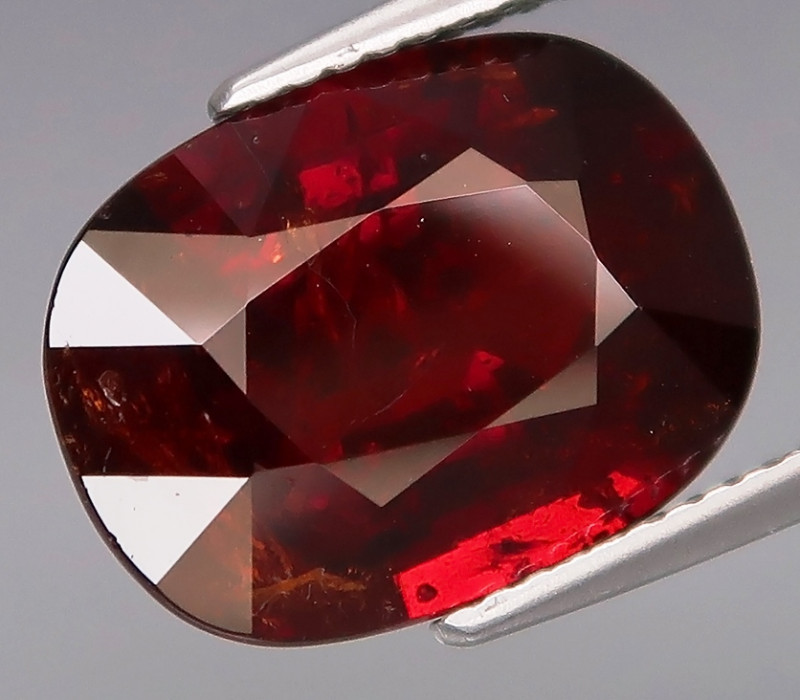 9.36  ct.  100 % Natural Earth Mined Red Spessartite Garnet Africa