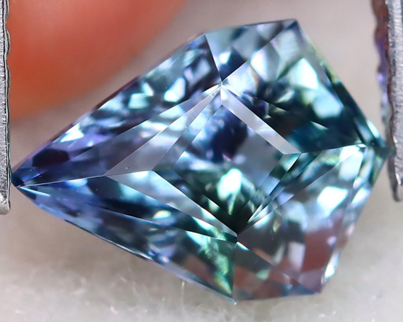 BiColor Peacock Tanzanite 1.85Ct VVS Master Cut Natural Tanzanite B2911