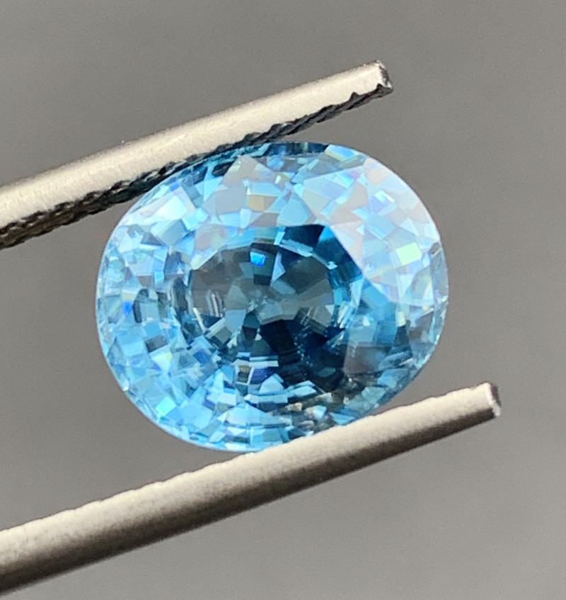 4.59 CT Zircon Gemstones