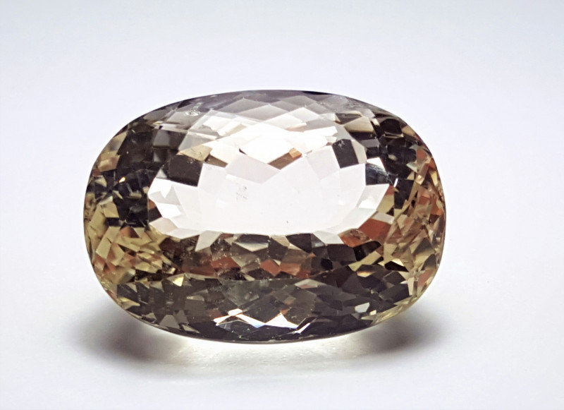 52.5Cts Amazing Eye-clean Brilliant Cut Quartz 52.5Cts - Pakistan