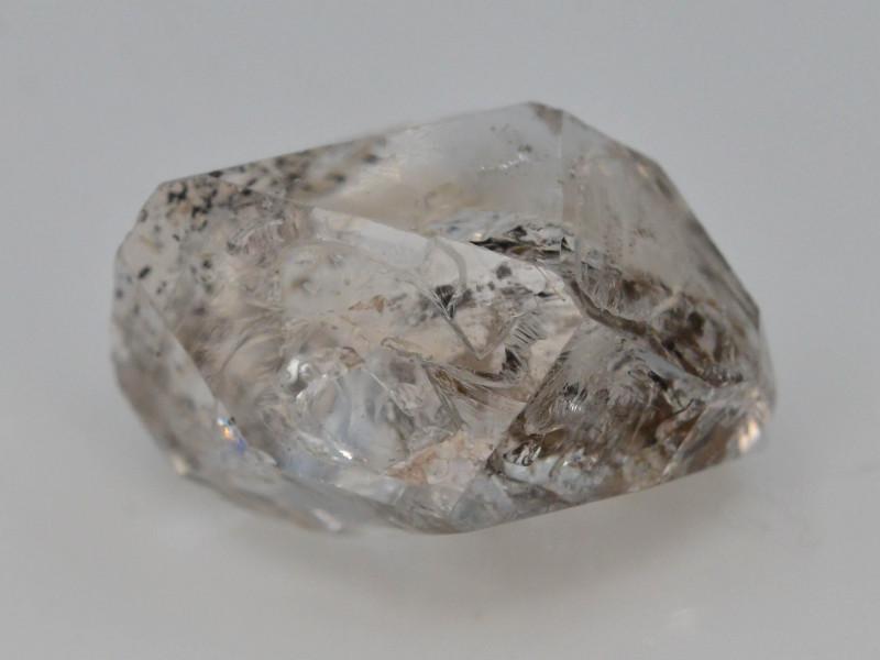 Rare 9.05 ct Natural Ancient Fluorescent Quartz With Ancient Petrolium