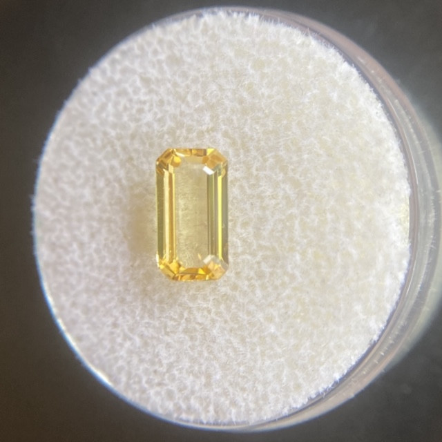Ceylon Yellow Sapphire 1.31ct IGI CERTIFIED Emerald Cut Sri Lanka Loose Gem