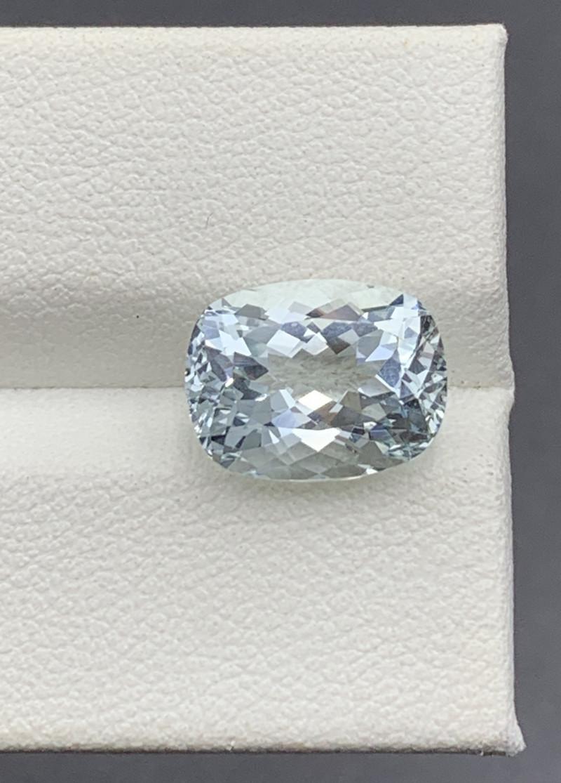 4.17 Carats Aquamarine Gemstone