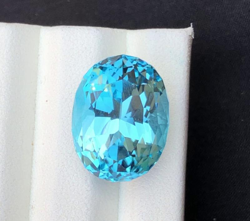 Stunning 21.20 Ct Natural Blue Topaz Gemstone