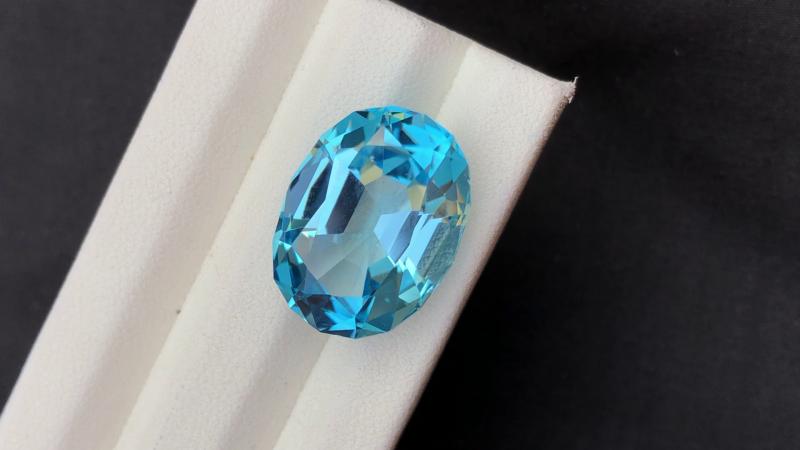 Stunning 21.25 Ct Natural Blue Topaz Gemstone