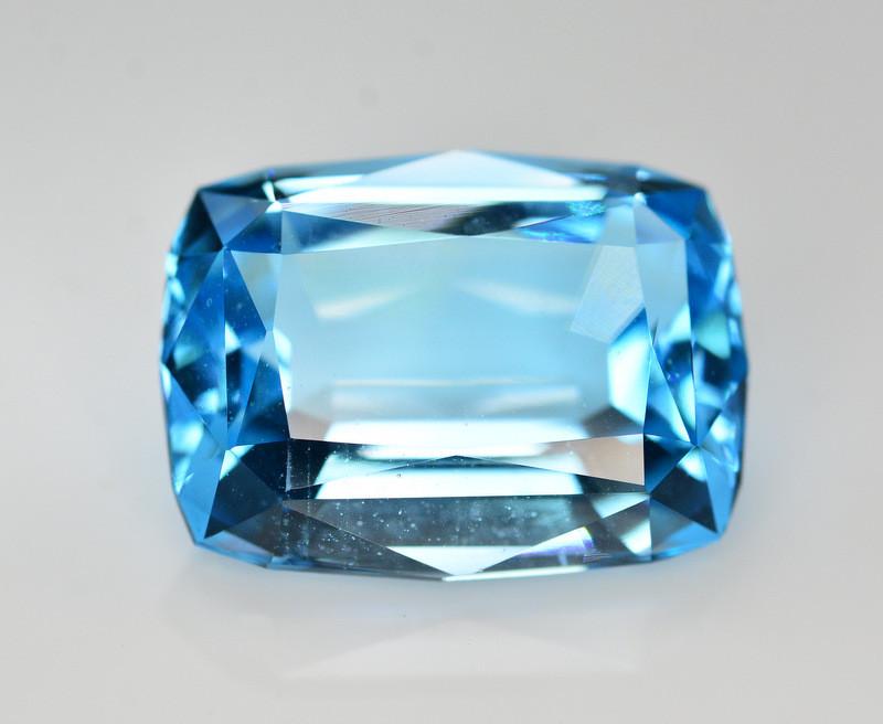 Stunning 28.70 Ct Natural Blue Topaz Gemstone