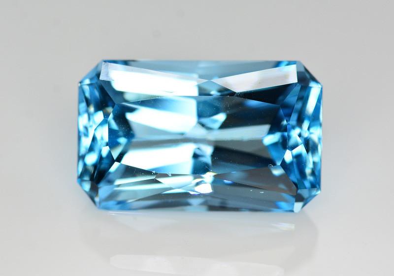 Stunning 24.55 Ct Natural Blue Topaz Gemstone