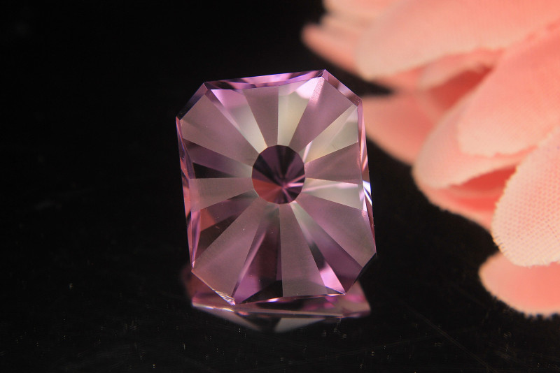 Master Cut Top Luster SunShine on Amethyst Cut by Master Cutter