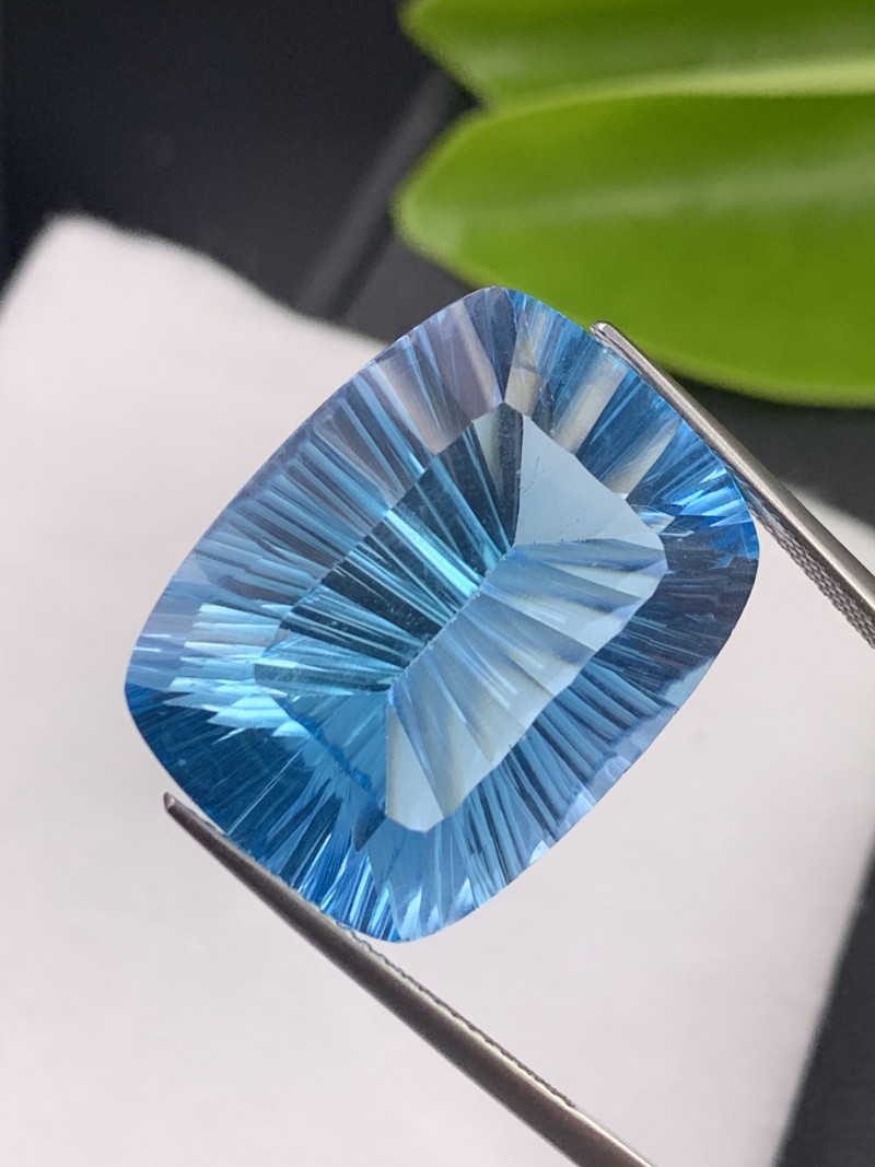 40.78 Cts Top Quality Natural Topaz Master Cut Fine Luster