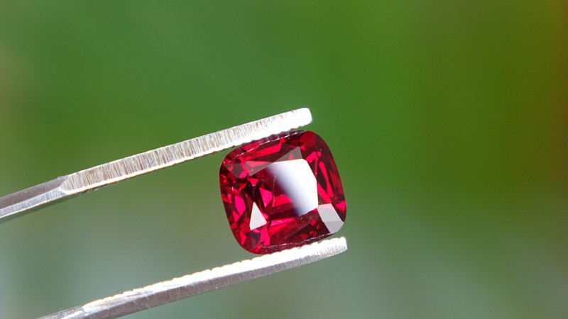 1.75ct - SI - Noble Red ! Spinel Cert