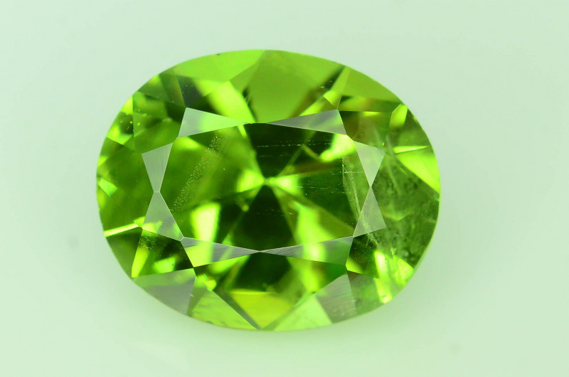 Exquisit Color 3.50 ct Himalayan Peridot ~ Pakistan