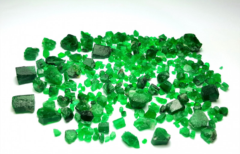 Amazing Natural good color gemmy quality Swat Emerald lot 135Carts-P