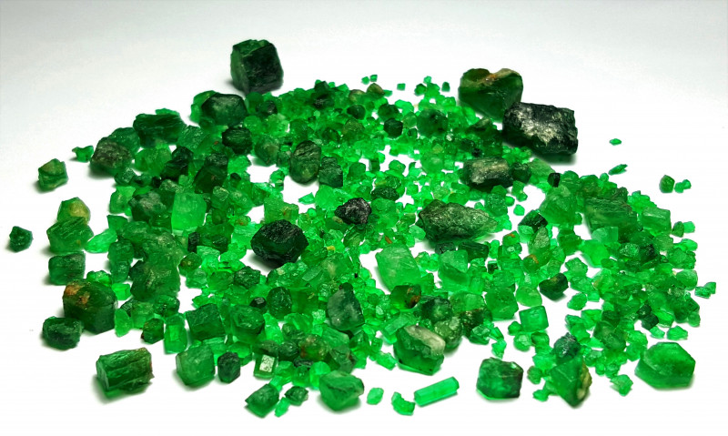 Amazing Natural color top gemmy quality Swat Emerald lot 169Carts-P