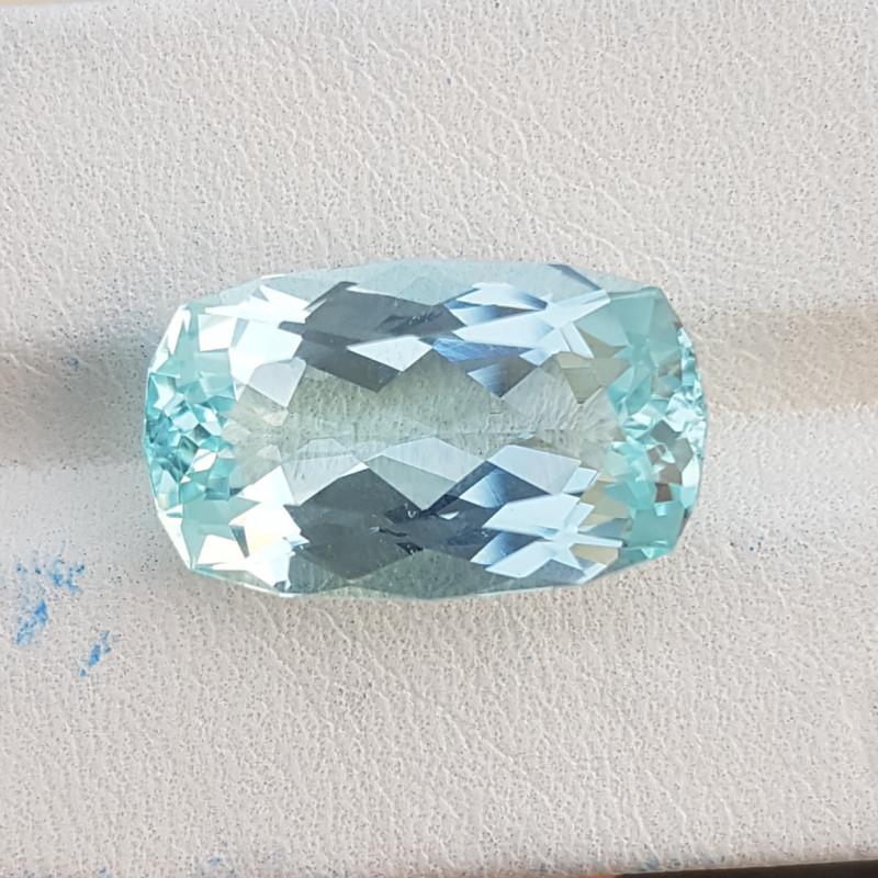 14.15 CTS Top Color Aquamarine Gem.