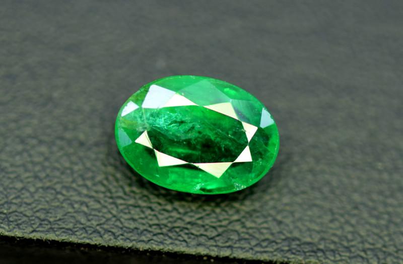 Emerald, 2.45 Carats Oval Cut Natural Zambian Emerald Gemstone