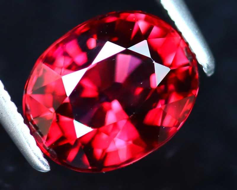 Rhodolite 2.40Ct Natural VVS Purplish Red Rhodolite Garnet DAF0221/A5