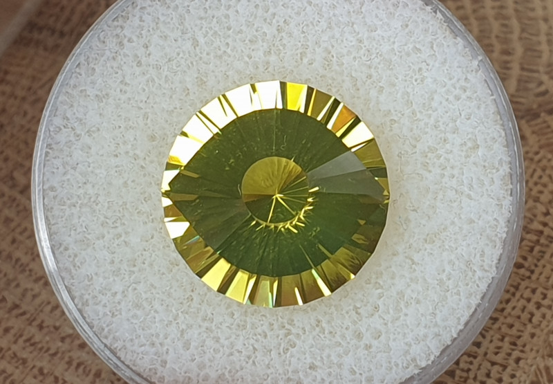 13,76ct Lemon Quartz - Master cut / Cleopatra's eye!