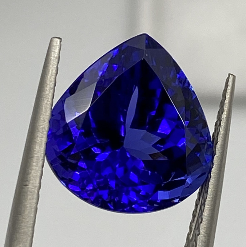 7.11 ct AAAA Plus Loupe Clean with fine cutting Tanzanite Gemstone/AIG Cert