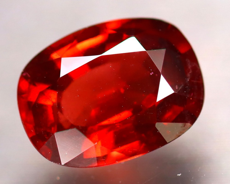 Almandine 2.47Ct Natural Vivid Blood Red Almandine Garnet EA0704/B3