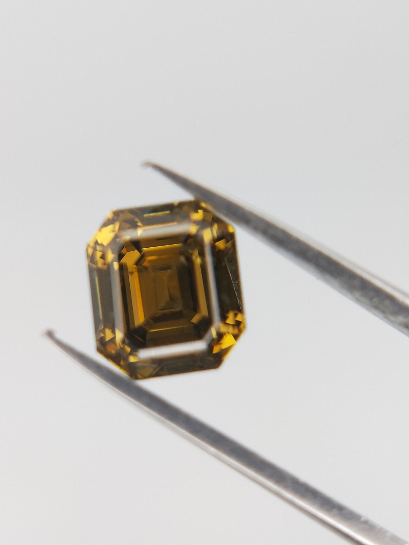 0.71 CTS , Green Natural Diamond , Emerald Brilliant Cut