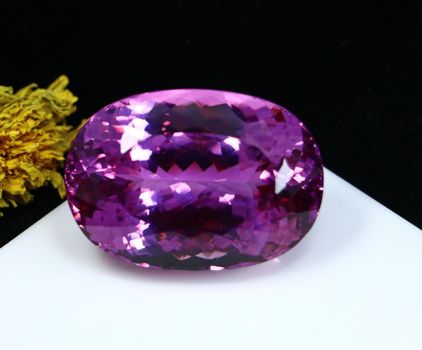 AAA+ 207.30 CTs Natural - Unheated Purple Pink Kunzite Gemstone
