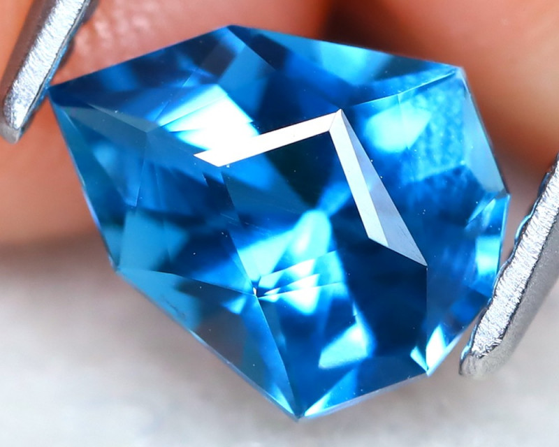 London Blue Topaz 1.16Ct VVS Master Cut Natural London Blue Topaz AT1028