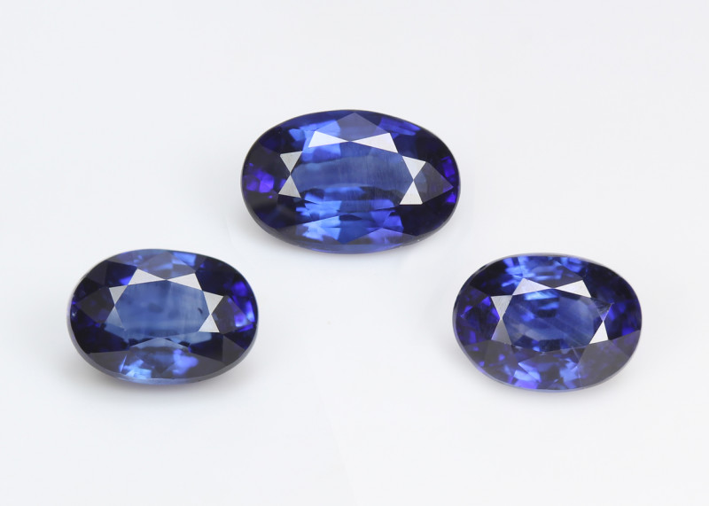 Sri-Lanka Blue Sapphire, matching set, eye clean, very rare, excellent cut.