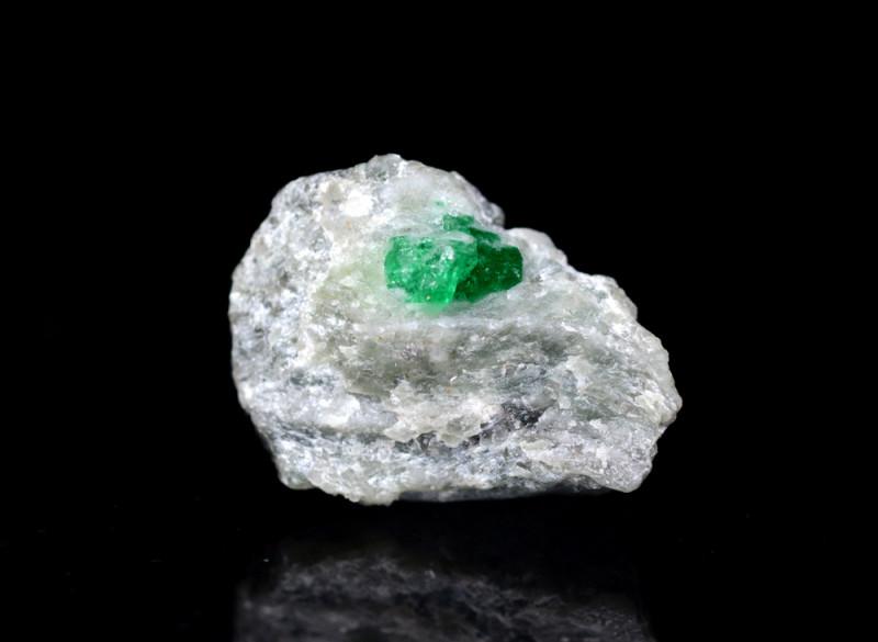 10 CT Natural Top Green Emerald Specimen From Pakistan